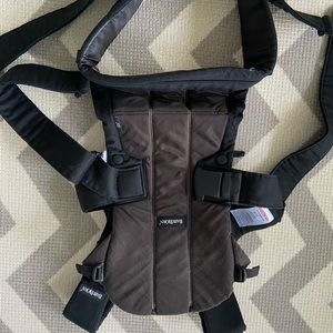 BabyBjorn snuggly, great condition!